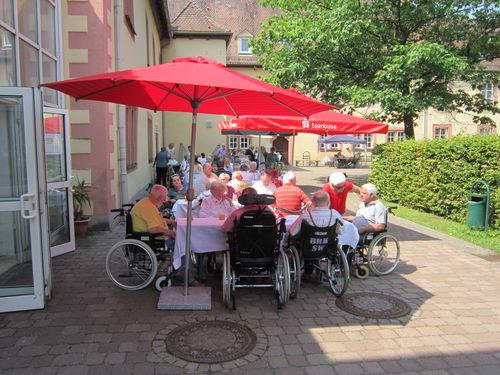 Grillfest im Innenhof