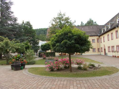 Beschützender Innenhof Bild 01